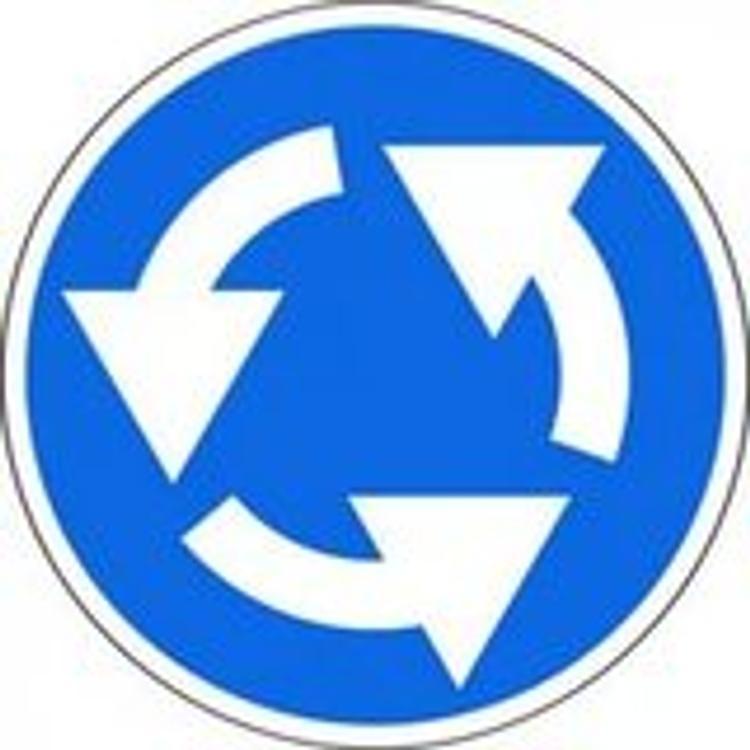 Эксперт считает идею изменить правила кругового движения опасной