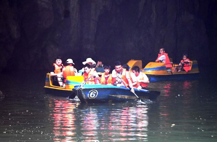 Российский турист пропал без вести во время лодочной экскурсии в Анталье