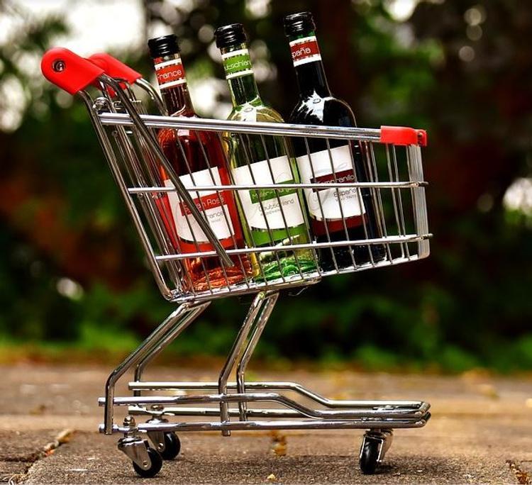 Минпромторг поддержал идею продажи алкоголя через интернет