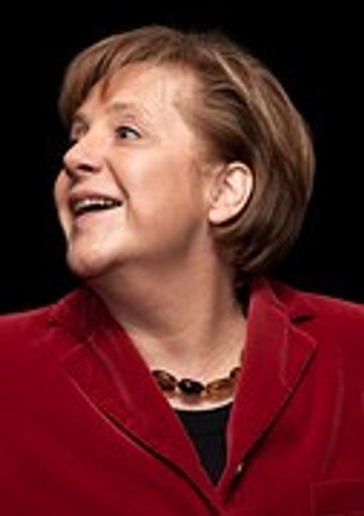Меркель считает необходимым восстановить диалог с Россией по  безопасности