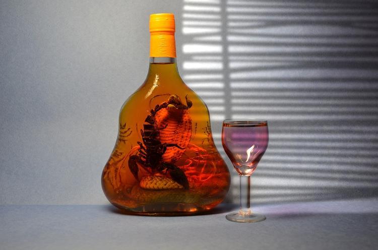 Московский фармацевт перепутал вино с ядовитой настойкой и умер