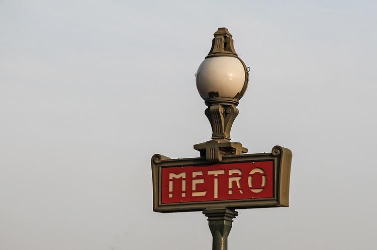 Мощный взрыв прогремел в парижском метро