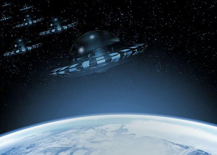 Сотни гигантских НЛО летят  к Земле, утверждают уфологи