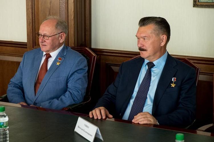 Десантник и космонавт расскажут сахалинским школьникам о своих заслугах