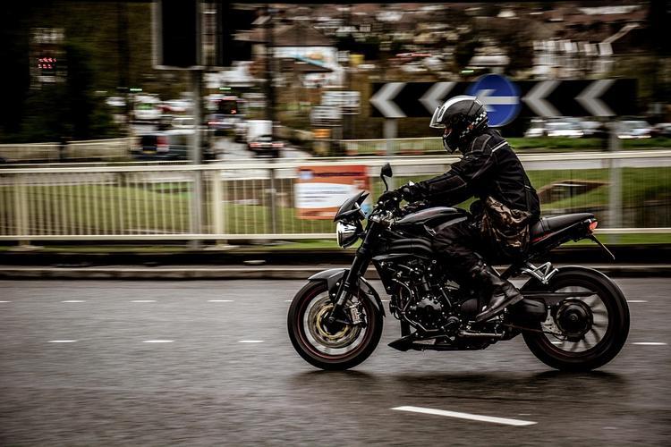 На Можайском шоссе в Москве насмерть разбился мотоциклист