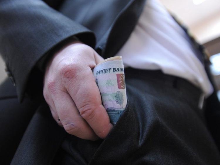 Свердловским госслужащим индексируют зарплаты с 1 октября
