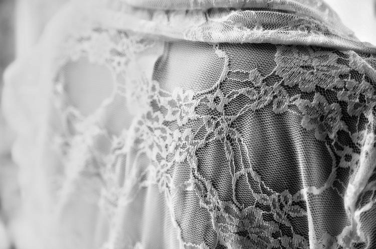 На тульском кладбище вандалы сняли с покойной подвенечное платье