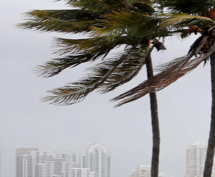 """Ураган """"Ирма"""" изменил направление и значительно ослаб"""