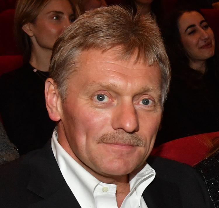 Песков прокомментировал поджог машины у офиса адвоката Алексея Учителя