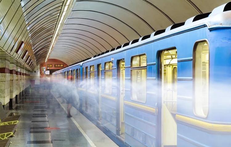 В киевском метро загорелся вагон поезда