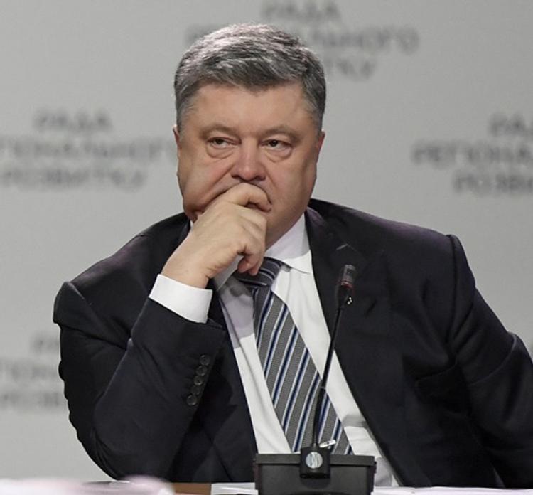 На Украине собирают подписи за импичмент Петру Порошенко