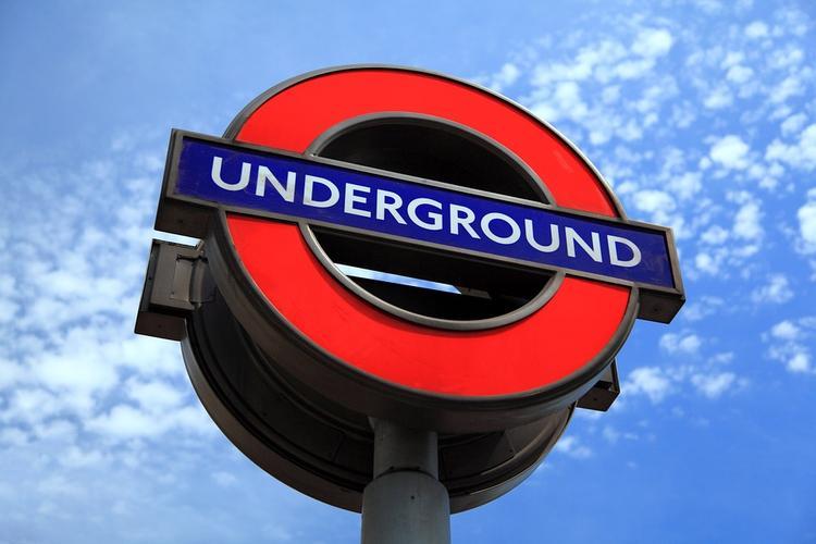 Взрыв прогремел в метро Лондона, есть пострадавшие