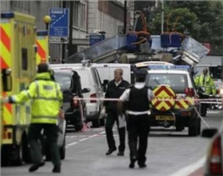 Стало известно, чем была начинена бомба, взорвавшаяся в метро Лондона