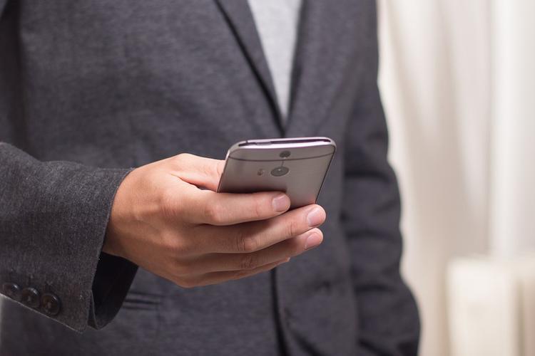 Владельцев смартфонов предупредили о появлении опасного Bluetooth-вируса