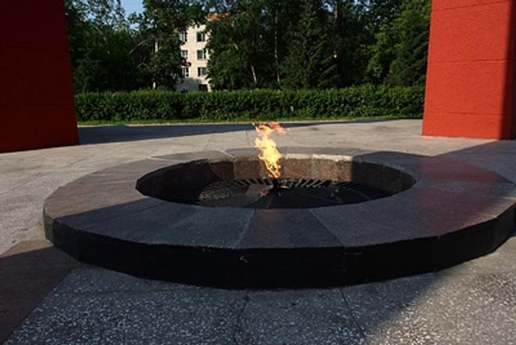 Вынесен приговор двум девушкам, осквернившим памятник «Вечный огонь»