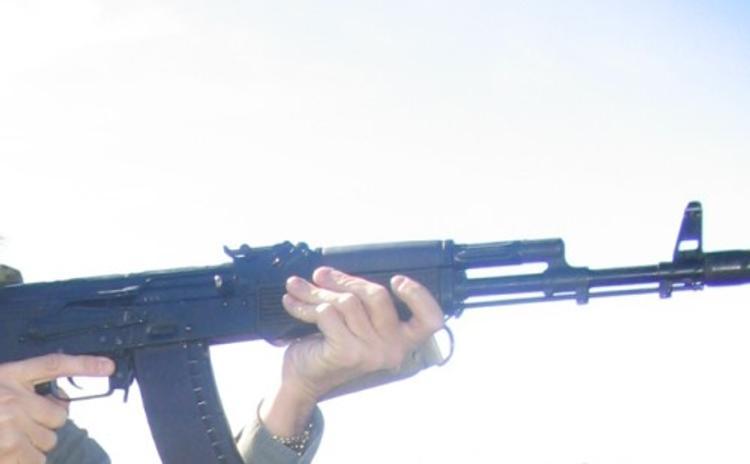 На Ставрополье пенсионер расстрелял из автомата двоих незнакомцев