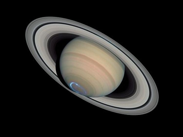 В кольцах Сатурна уфологи разглядели захоронения инопланетян
