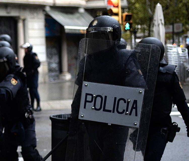 Власти Каталонии заявили о 337 пострадавших в ходе столкновений
