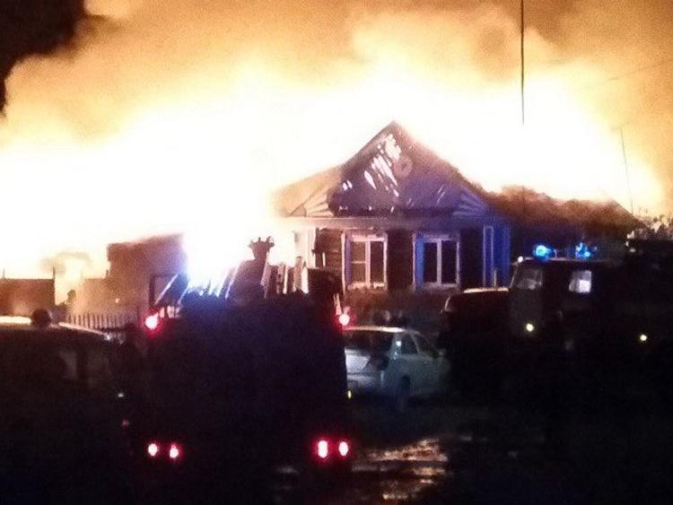 Семья с двумя детьми успела выскочить из горящего дома в Кыштыме