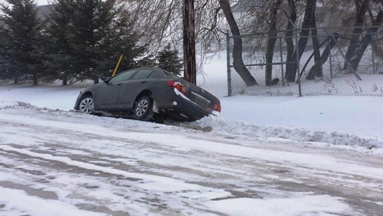 На Южном Урале  утром из-за снега произошло более 100 аварий