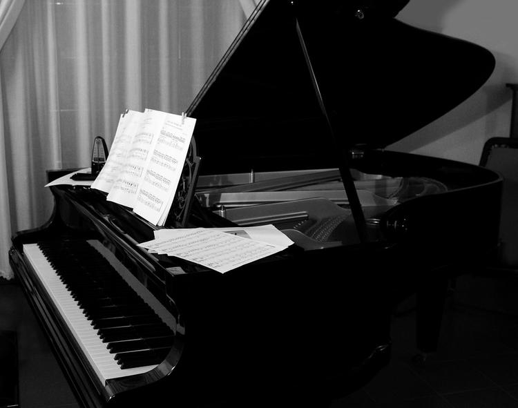 Заслуженный артист России скончался на сцене, играя на рояле