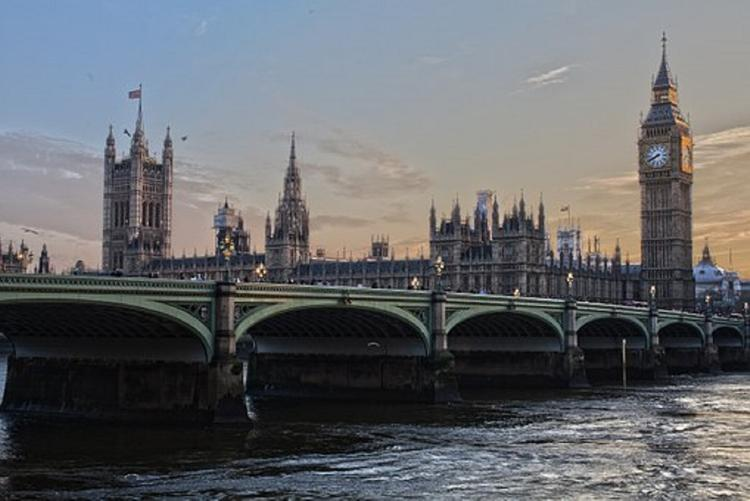 Район станции метро Лондона оцеплен из-за угрозы взрыва