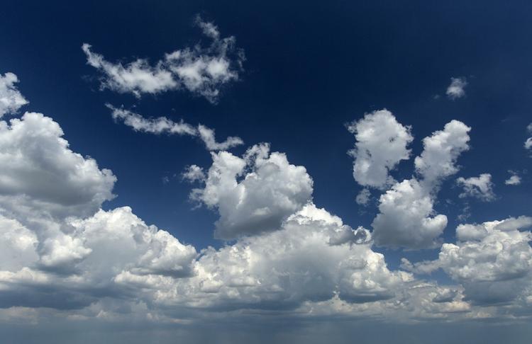 Появившееся в небе над Японией облако в виде змеи сняли на видео