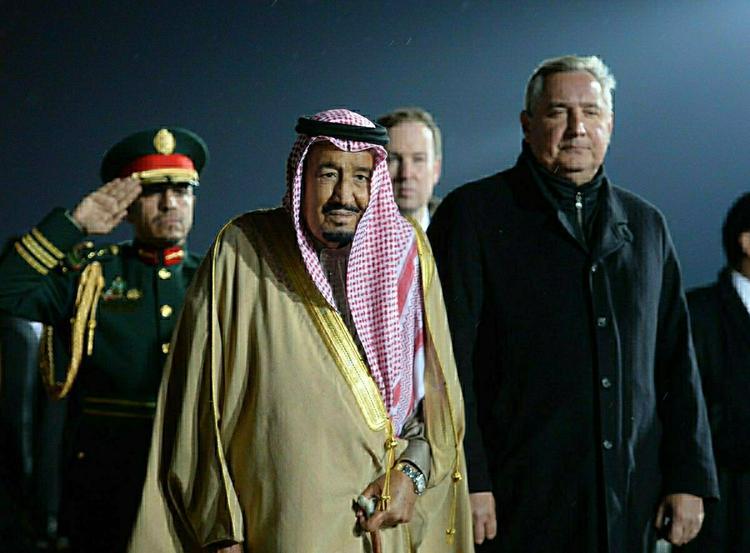 Поломка золотого трапа саудовского короля в московском аэропорту попала на видео