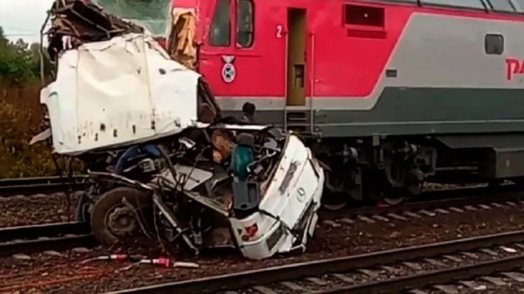 Следствие рассматривает три версии столкновения автобуса и пассажирского поезда