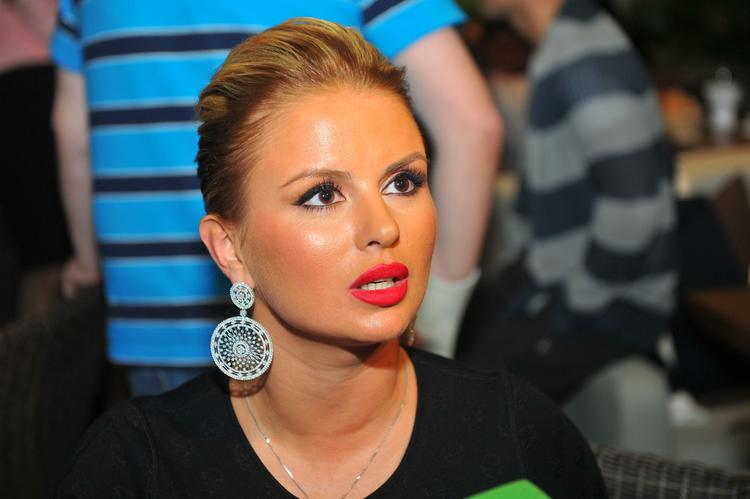 Анна Семенович показала свою растяжку