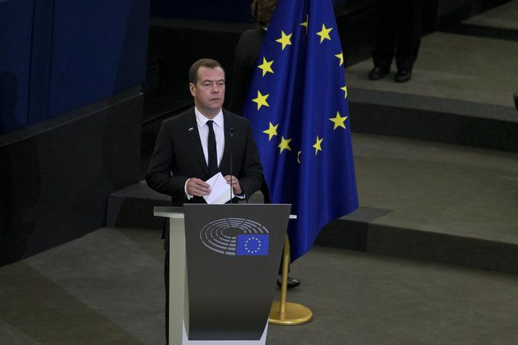 Медведев призвал все страны мира объединиться для разгрома ИГ