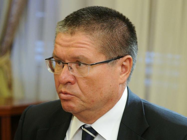 Адвокат: Улюкаев думал, что в сумке, переданной Сечиным, было вино