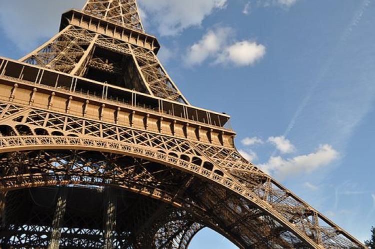 Франция сократила срок выдачи туристических виз россиянам