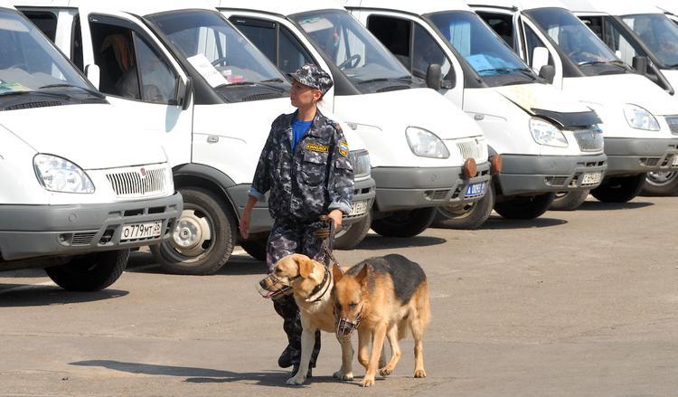 """Из двух """"заминированных"""" центров в Москве эвакуировали 11 тысяч человек"""