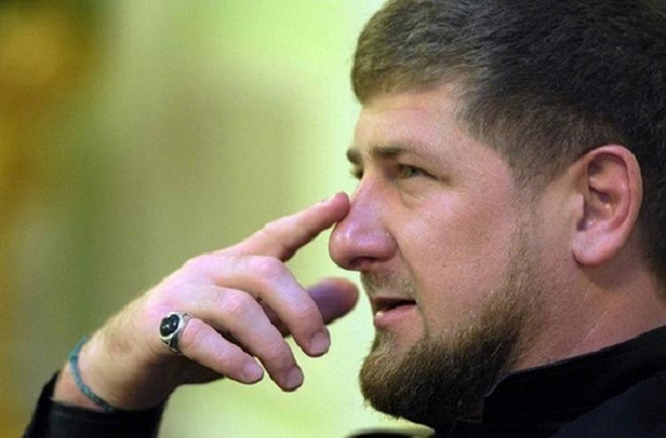 Стало известно, кому Кадыров подарил iPhone X за лучшее стихотворение о Путине