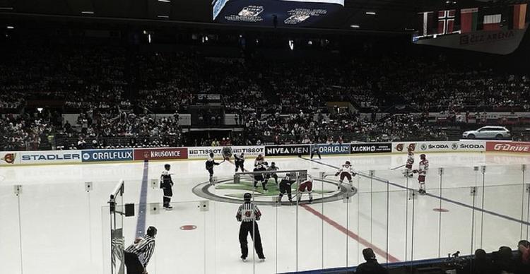 Видео, как российский хоккеист померялся кулаками с американцем в матче НХЛ