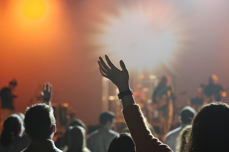 Рэпер Гнойный дал концерт в Петербурге после нападения
