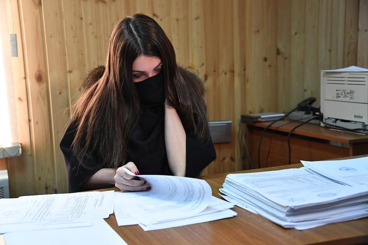 Стритрейсершу Багдасарян вновь оштрафовали, но в ГИБДД она не явилась