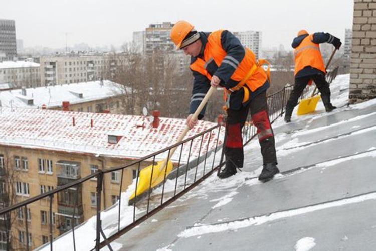 Контролировать очистку крыш от снега в Москве будут с помощью видеокамер