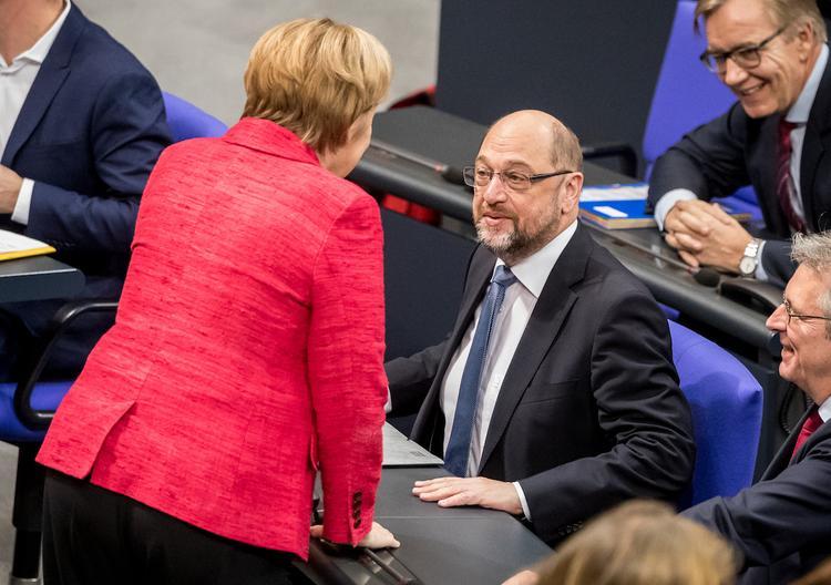 Ржавая Меркель скрипит, как телега