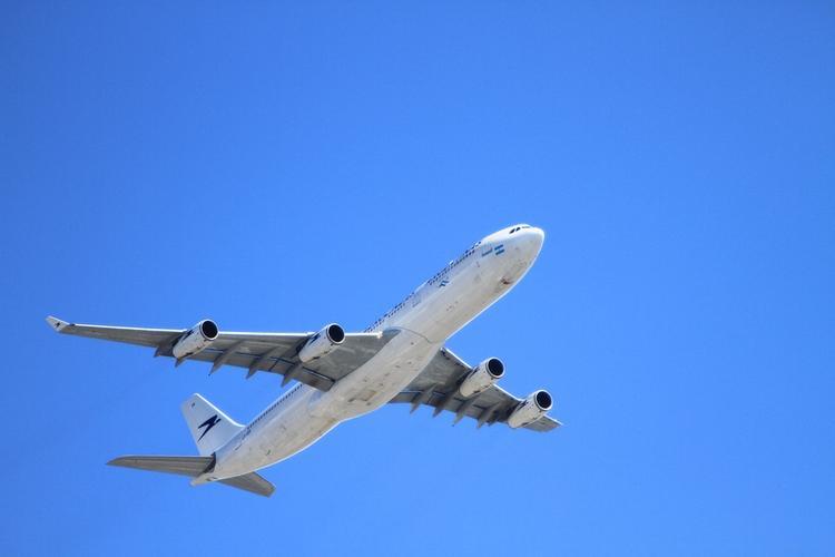 Грудной ребенок умер на борту  самолета  в Красноярском крае