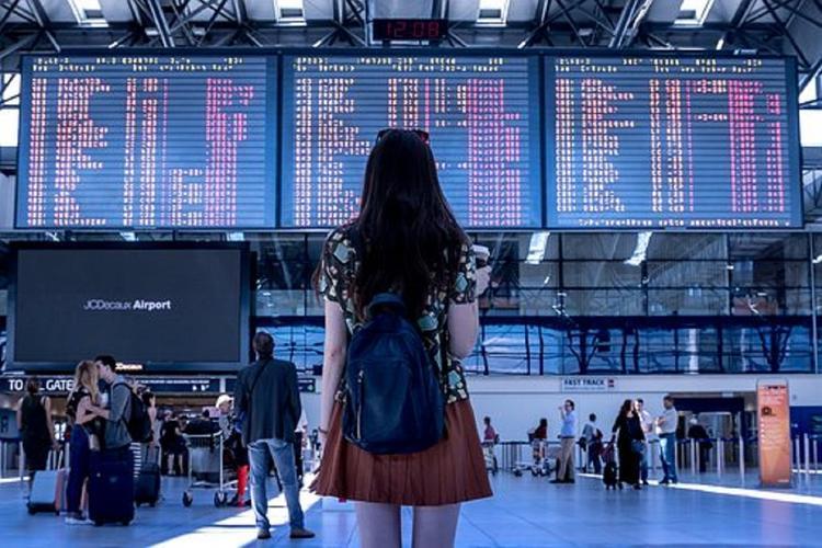 Более 20 рейсов в аэропортах Москвы задержали или отменили