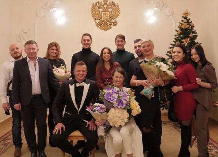 Новая жена Дмитрия Тарасова опубликовала фото в свадебном платье