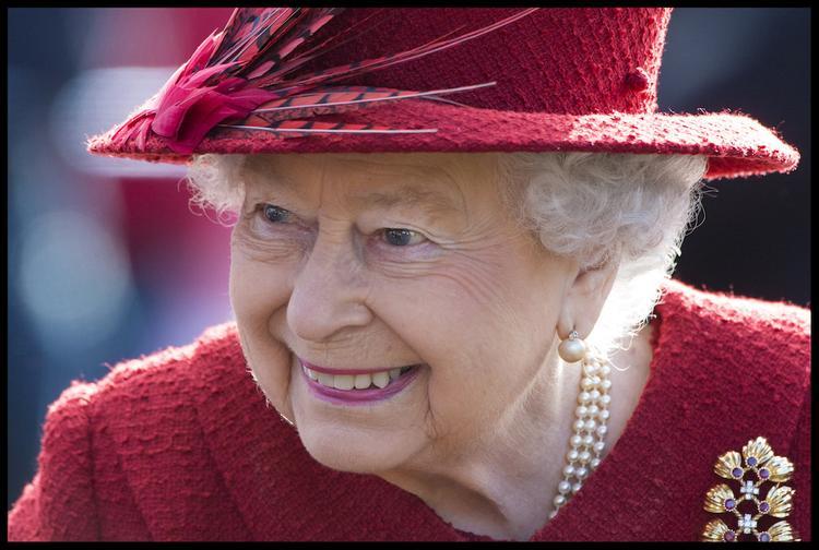 Источник: в королеву Великобритании стрелял подросток