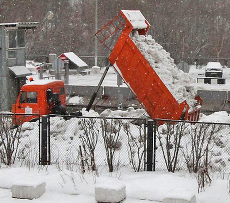 Весна пришла в Москву со снегом
