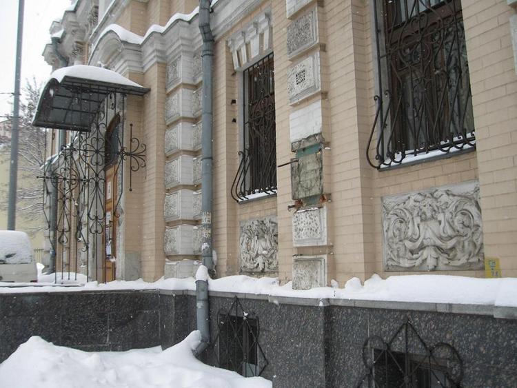 В Киеве вандалы  украли бронзовый бюст  поэтессы Леси Украинки