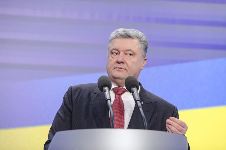 Порошенко требует усилить санкции в отношении РФ
