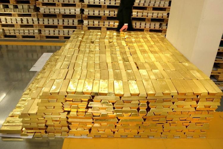 Золотой запас скоро достигнет 2 тыс. тонн
