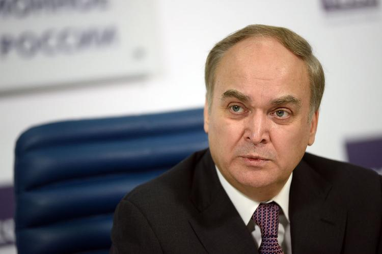 Антонов обсудил с американским сенатором отношения России и США
