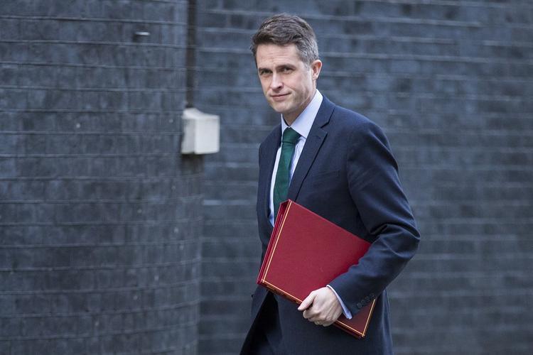 Британский министр обороны пообещал разобраться с «притесняющей мир» Россией